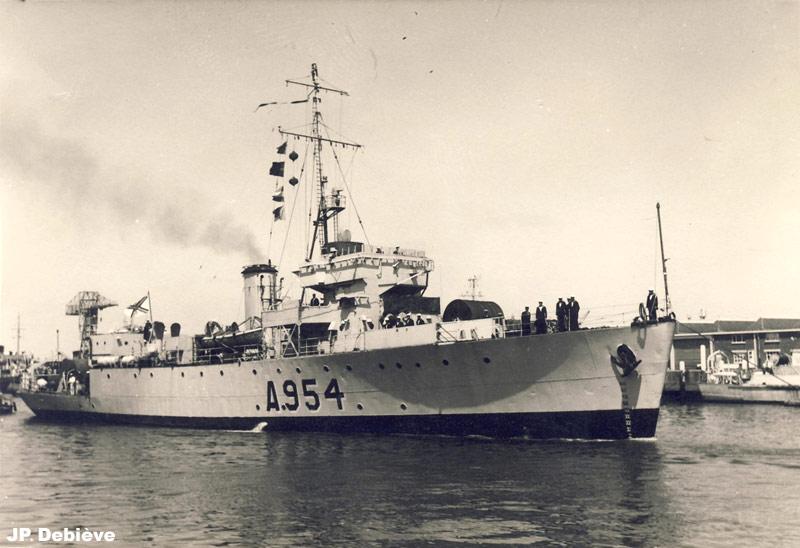 M900 / A954 Adrien De Gerlache (ex HMS Liberty) Jp_07_11