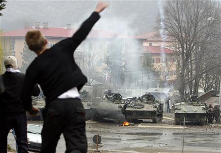 Kosovo - KFOR : les news - Page 3 Kfor_010