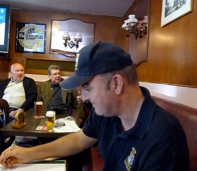 Remise des casquettes au Big Ben le 15.10.11 P1030510
