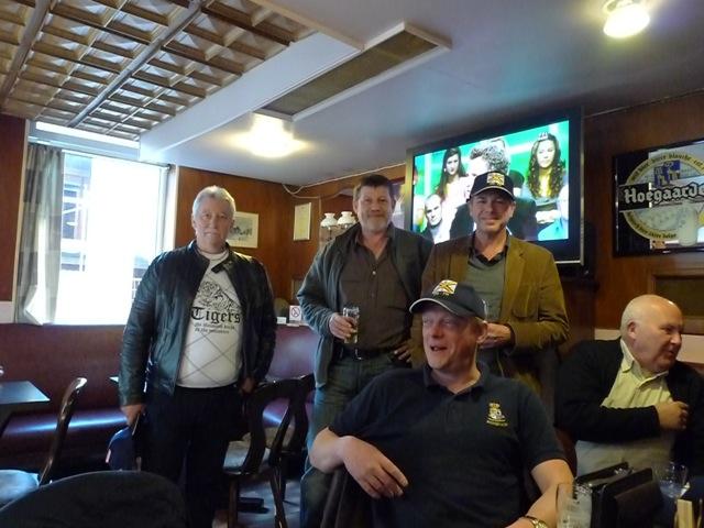 Remise des casquettes au Big Ben le 15.10.11 P1030518