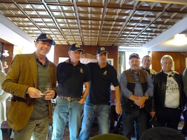 Remise des casquettes au Big Ben le 15.10.11 P1030521