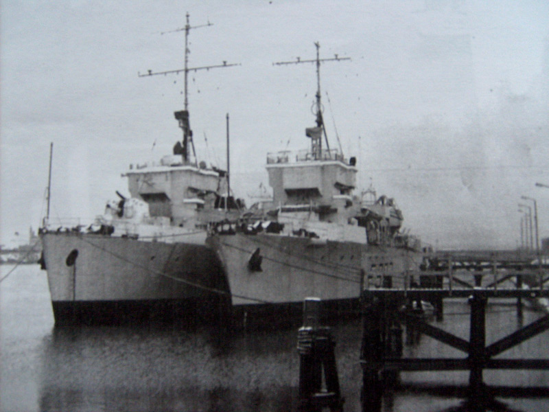 M/F 904 Debrouwer (ex HMS Spanker) - Page 3 Sur-le10