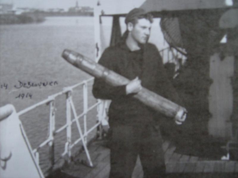 M/F 904 Debrouwer (ex HMS Spanker) - Page 3 Sur-le12