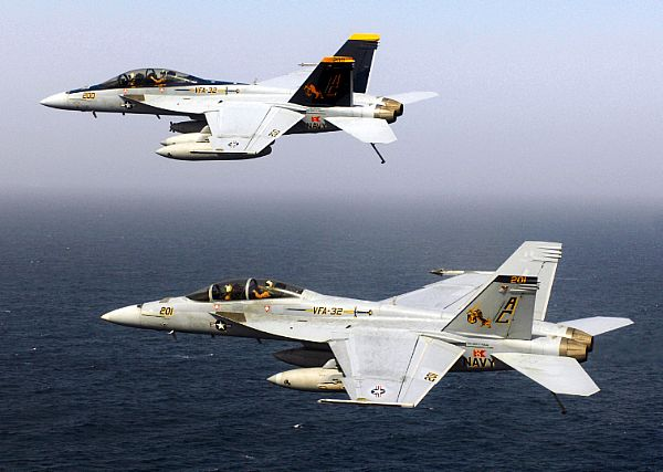 Navy Aircraft : F18 Hornet & Super Hornet - E-2 Hawkeye ... - Page 2 Web_0102
