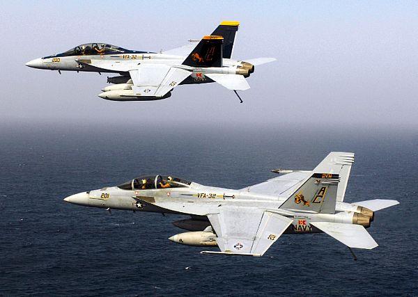 Navy Aircraft : F18 Hornet & Super Hornet - E-2 Hawkeye ... - Page 2 Web_0102