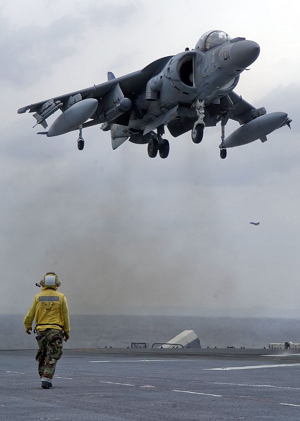 Navy Aircraft : F18 Hornet & Super Hornet - E-2 Hawkeye ... - Page 2 Web_0108
