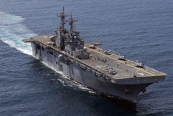 Amphibious assault ship (LHA - LHD - LPD) - Page 2 Web_0114