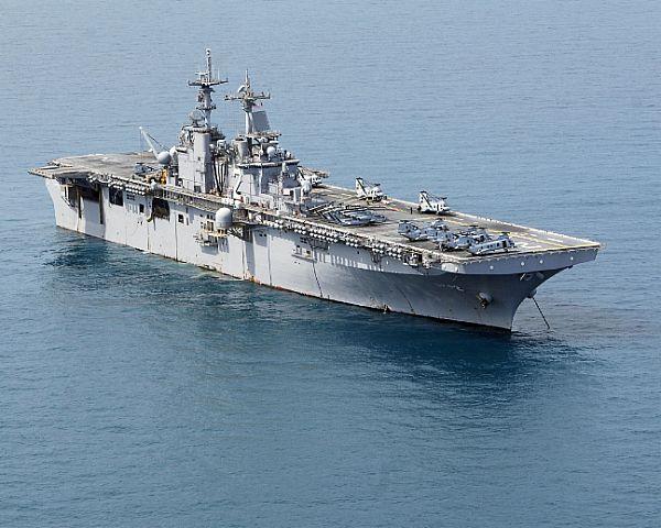 Amphibious assault ship (LHA - LHD - LPD) - Page 2 Web_0116