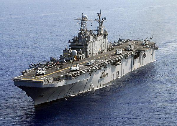 Amphibious assault ship (LHA - LHD - LPD) - Page 2 Web_0117