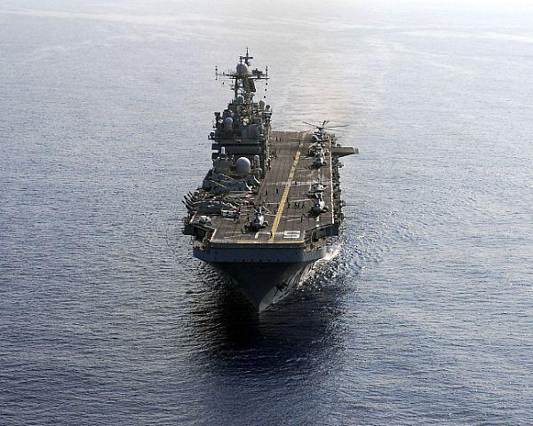 Amphibious assault ship (LHA - LHD - LPD) - Page 2 Web_0118