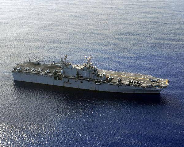 Amphibious assault ship (LHA - LHD - LPD) - Page 2 Web_0120