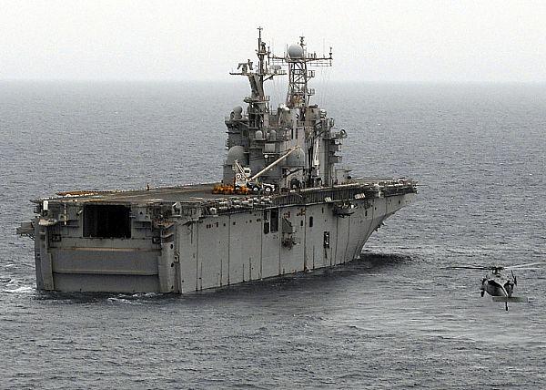 Amphibious assault ship (LHA - LHD - LPD) - Page 2 Web_0124