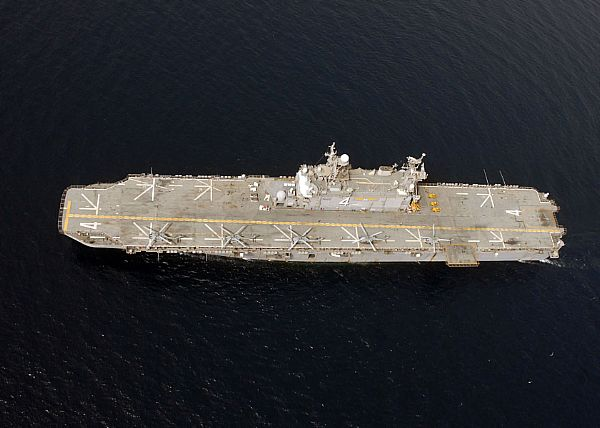 Amphibious assault ship (LHA - LHD - LPD) - Page 2 Web_0125