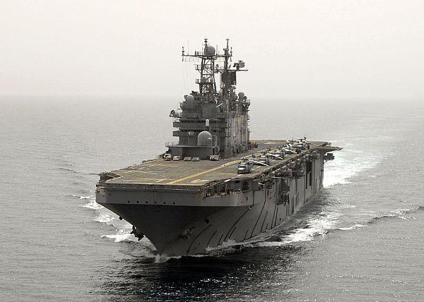 Amphibious assault ship (LHA - LHD - LPD) - Page 2 Web_0127