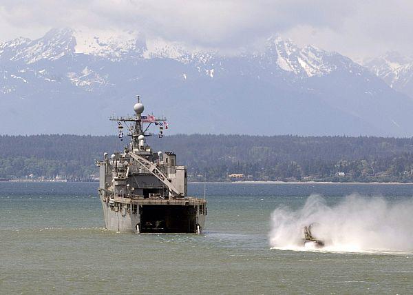 Amphibious assault ship (LHA - LHD - LPD) - Page 2 Web_0139