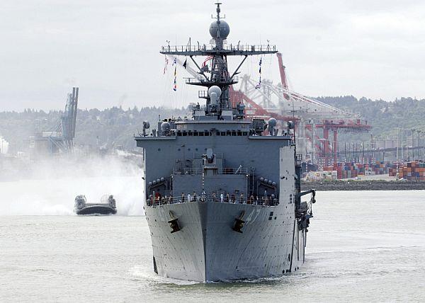 Amphibious assault ship (LHA - LHD - LPD) - Page 2 Web_0140
