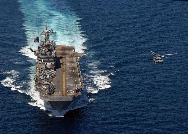 Amphibious assault ship (LHA - LHD - LPD) - Page 2 Web_0152