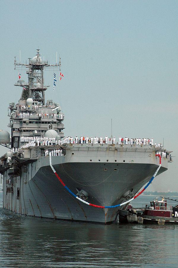 Amphibious assault ship (LHA - LHD - LPD) - Page 2 Web_0174
