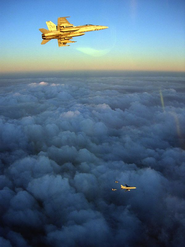 Navy Aircraft : F18 Hornet & Super Hornet - E-2 Hawkeye ... - Page 2 Web_0200