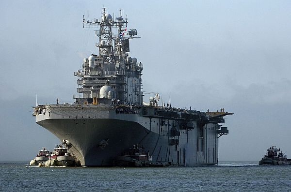 Amphibious assault ship (LHA - LHD - LPD) - Page 3 Web_0207