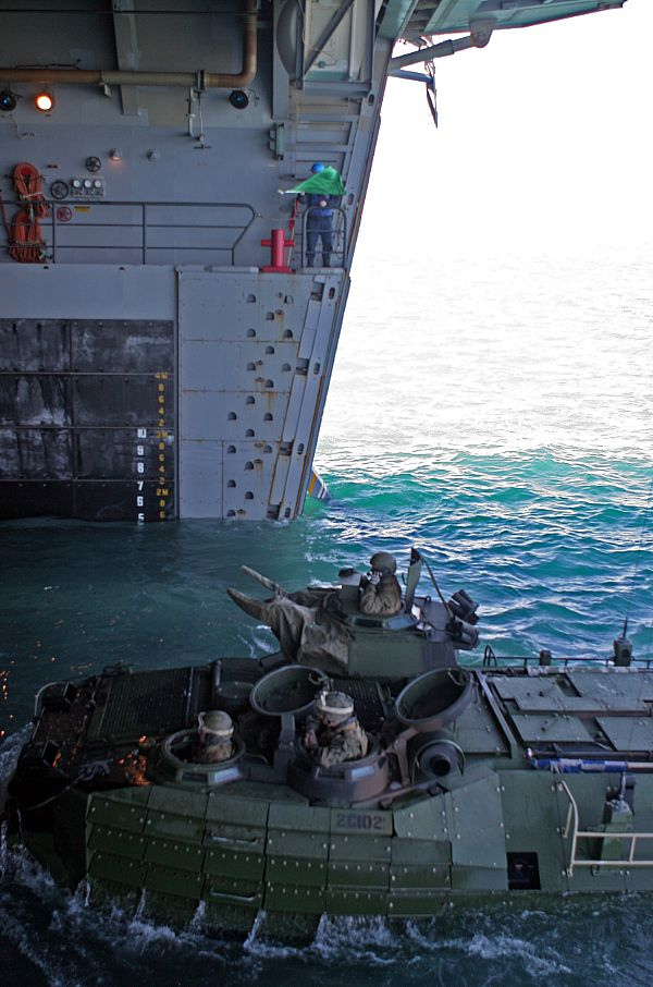Amphibious assault ship (LHA - LHD - LPD) Web_0848