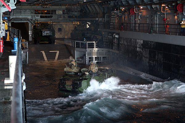 Amphibious assault ship (LHA - LHD - LPD) Web_0849