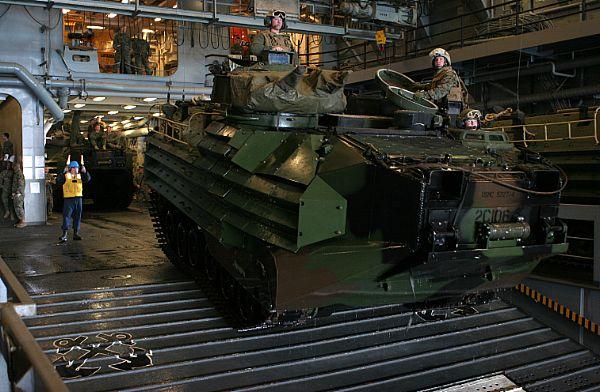 Amphibious assault ship (LHA - LHD - LPD) Web_0850