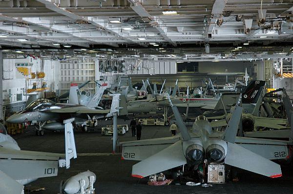 CV & CVN : Aircraft Carriers - Porte-avions - Page 3 Web_0852