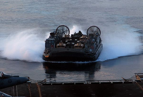 Amphibious assault ship (LHA - LHD - LPD) Web_0854
