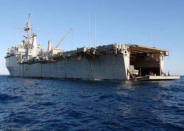 Amphibious assault ship (LHA - LHD - LPD) - Page 2 Web_0862