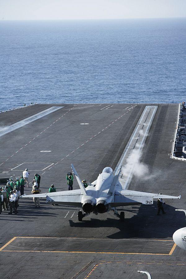 Navy Aircraft : F18 Hornet & Super Hornet - E-2 Hawkeye ... Web_0866