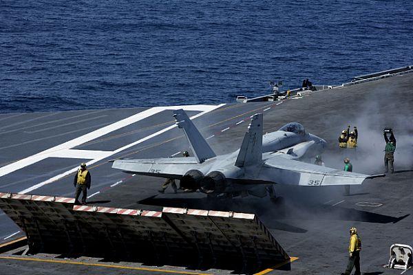 Navy Aircraft : F18 Hornet & Super Hornet - E-2 Hawkeye ... Web_0868