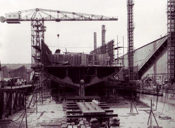 Construction, baptême et lancement du F910 Wielin11