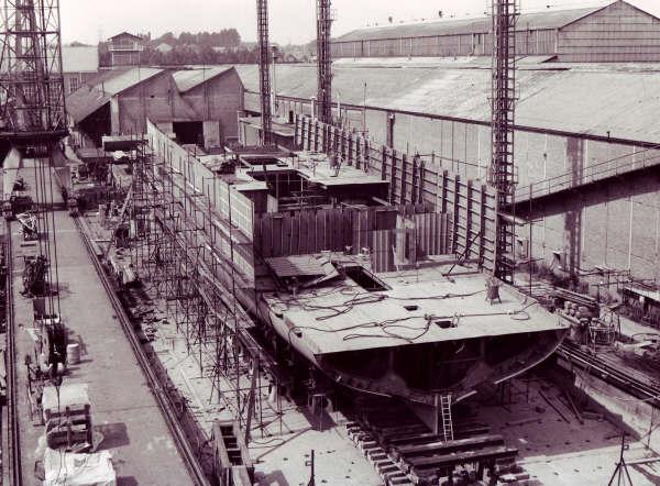 Construction, baptême et lancement du F910 Wielin13