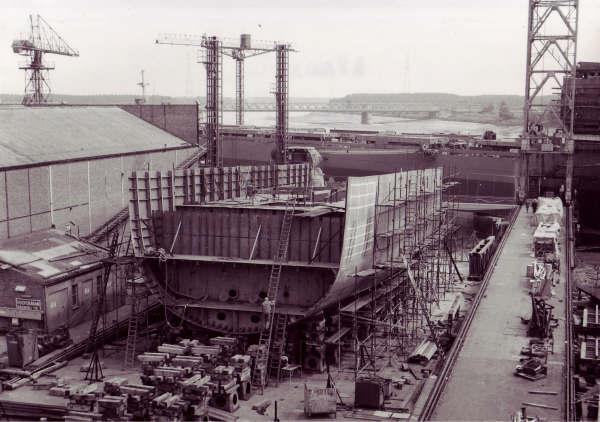 Construction, baptême et lancement du F910 Wielin14