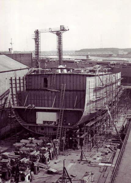 Construction, baptême et lancement du F910 Wielin15