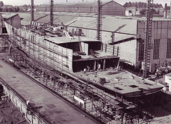 Construction, baptême et lancement du F910 Wielin18
