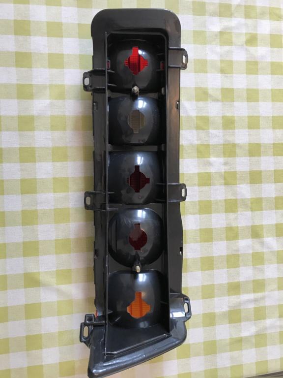 [Trouvés] optique arrière W123 berline neufs A27e1d10