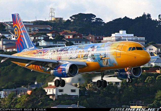 صور لطائرات مرسوم عليها رسوم متحركة A_01310