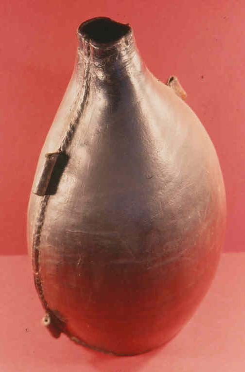 récipients pour boissons (artefacts et illustrations) Gourde11