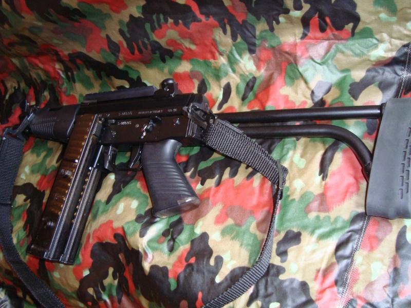 Pistolets-mitrailleurs : on n'en parle pas beaucoup ! - Page 4 Famae_14
