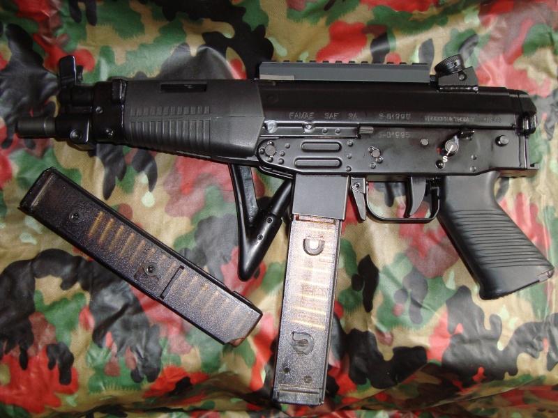 Pistolets-mitrailleurs : on n'en parle pas beaucoup ! - Page 4 Famae_18