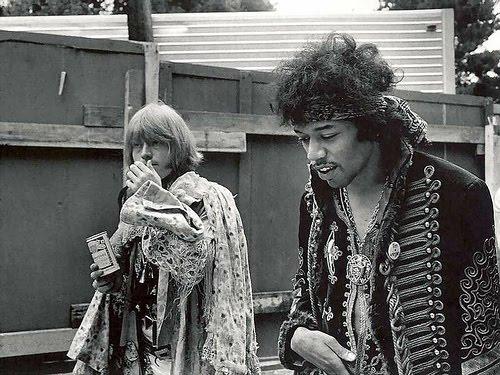 Jimi Hendrix - Legjenda qe jeton Jimi_b10