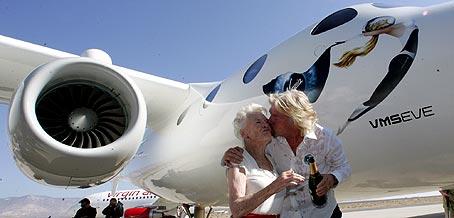 White knight two, nave nodriza para viajes turisticos al espacio Virgin10