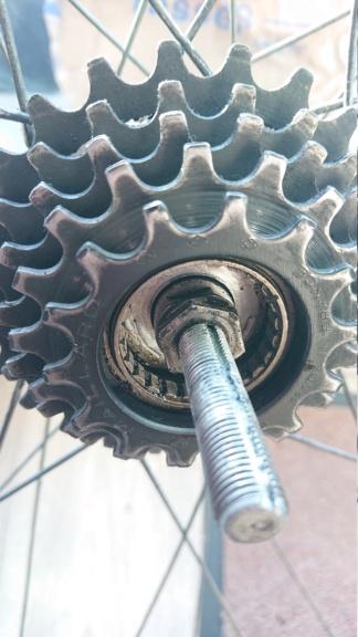 Démontage axe de roue Dsc_1110