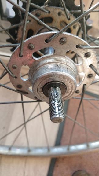 Démontage axe de roue Dsc_1111