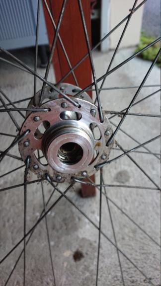 Démontage axe de roue Dsc_1114