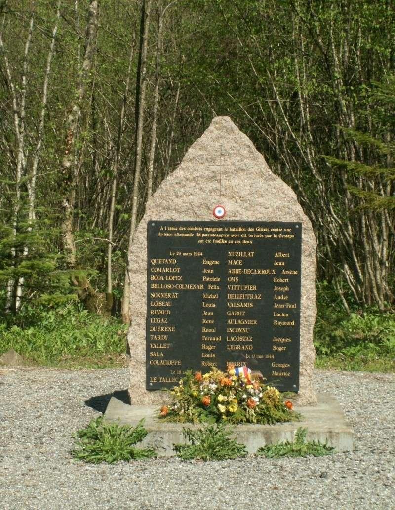 Monument des GLIERES Pict0512
