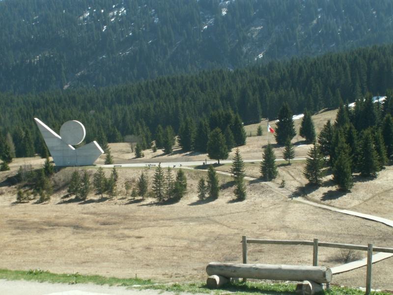 Monument des GLIERES Pict0530