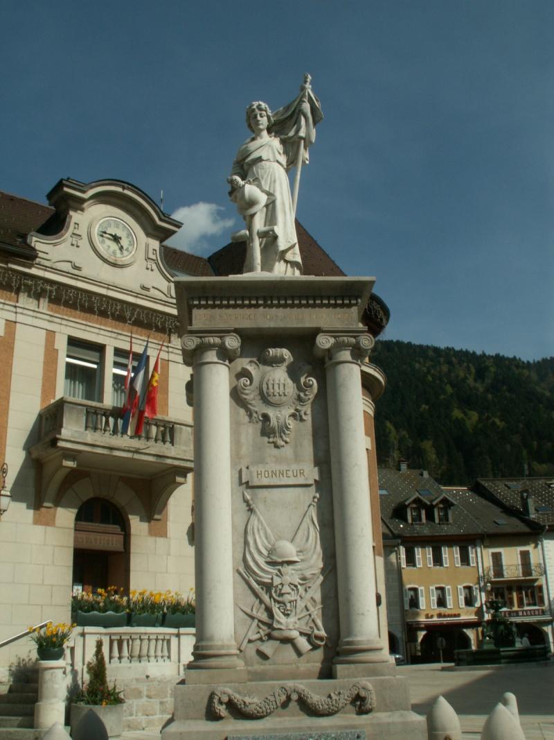 Monument des GLIERES Pict0611